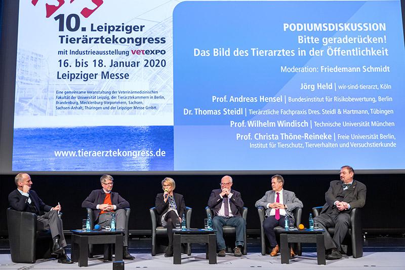 © Leipziger Messe GmbH/ Tom Schulze - Die  Auftaktveranstaltung am Donnerstag diskutierte das  Bild der Tierärzteschaft in der Öffentlichkeit,  moderiert von Jörg Held