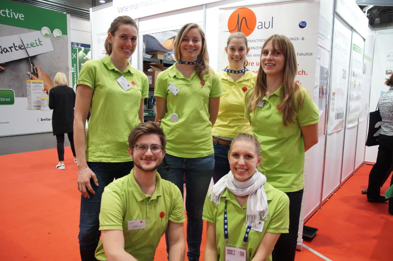Das Team von PAUL – dem praktischen Ausbildungs-  und Lernzentrum stellte mit seinen Simulatoren  fast den ganzen Messestand der  Veterinärmedizinischen Fakultät Leipzig