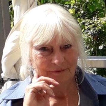 Dr.  Gisela  Clauß-Arndt