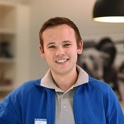 Dr.  Erik Dietz