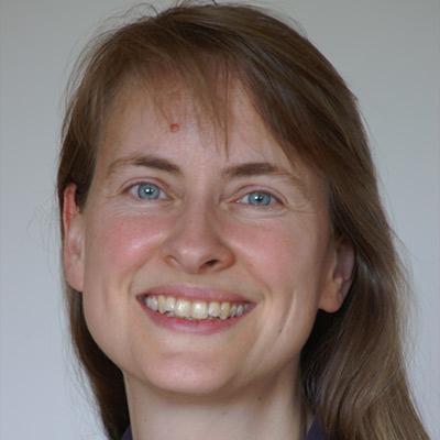 Dr.  Dorothea  Döring