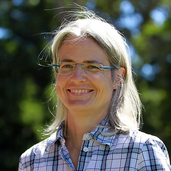 Dr.  Daniela  Zurr
